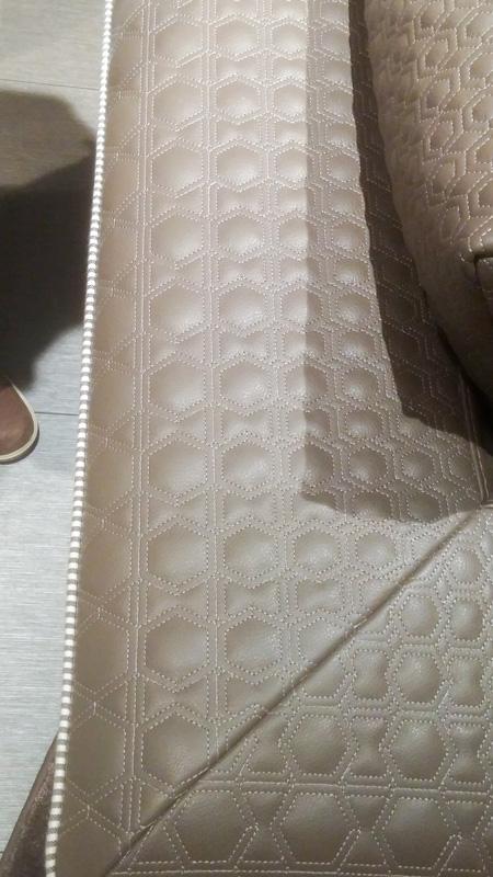 Прошивка кожи в отделке дивана
