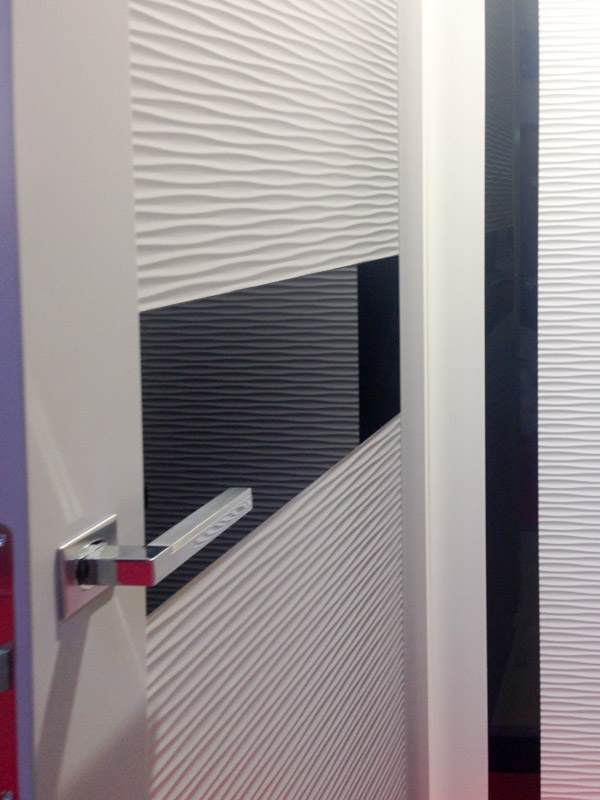 Современные двери с рифленой поверхностью