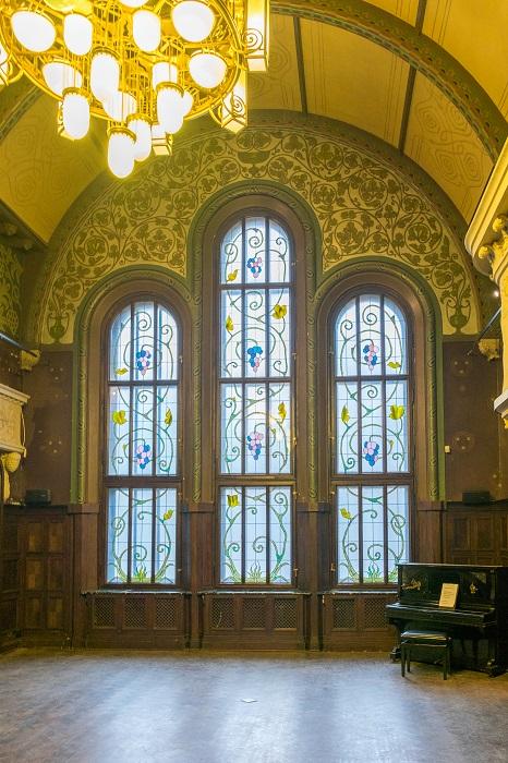 Витражные окна в особняке Смирнова