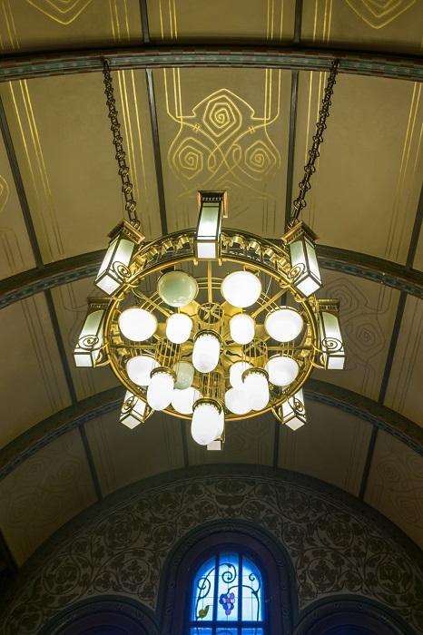 Люстра в центральной гостиной особняка Смирнова