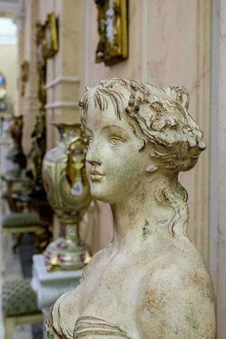 Классическая скульптура в интерьере