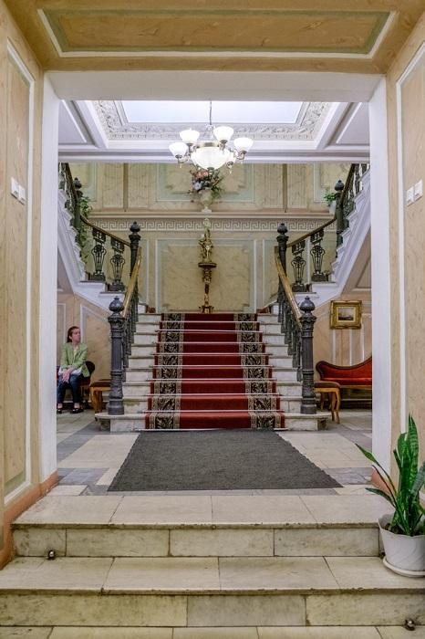 Вход в особняк Толстого