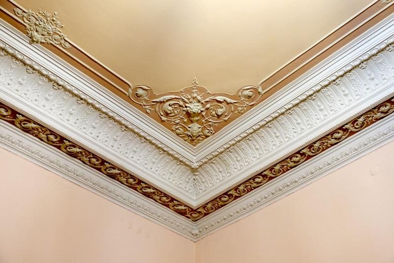 Отделка классических потолков