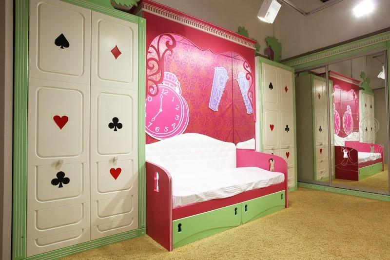 Плохой пример дизайна интерьера детской комнаты