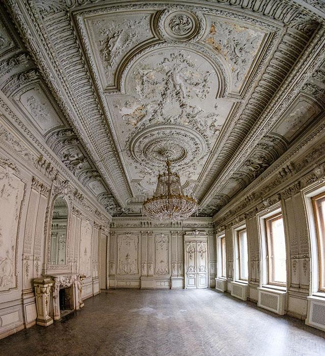 Бальный зал в особняке