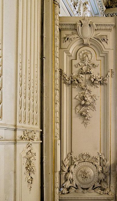 Отделка двери в стиле рококо