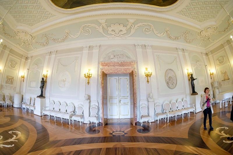 Центральный бальный зал