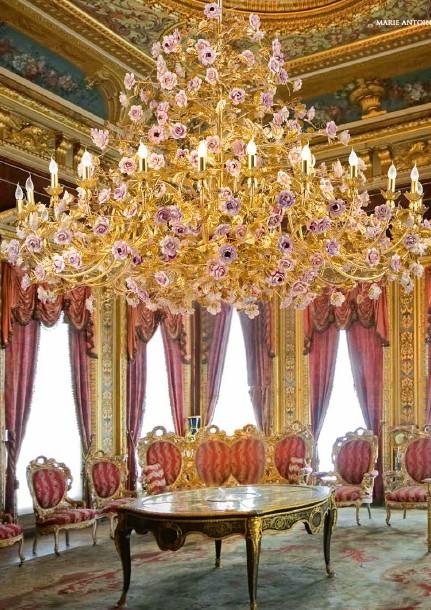 Люстра Villari с фарфоровыми цветами