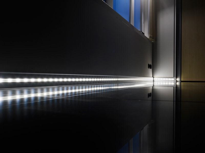 Подсветка направленная параллельно полу