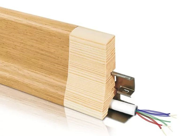 Деревянный плинтус со скрытой проводкой