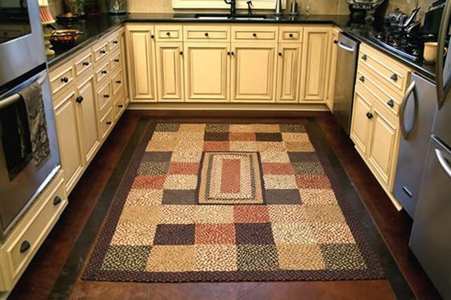 Ковер на полу в кухне