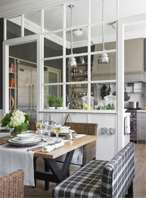 Кухня и столовая зона в маленькой квартире