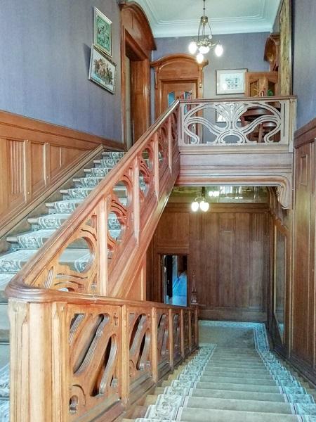 Парадная лестница в доме купца Носова
