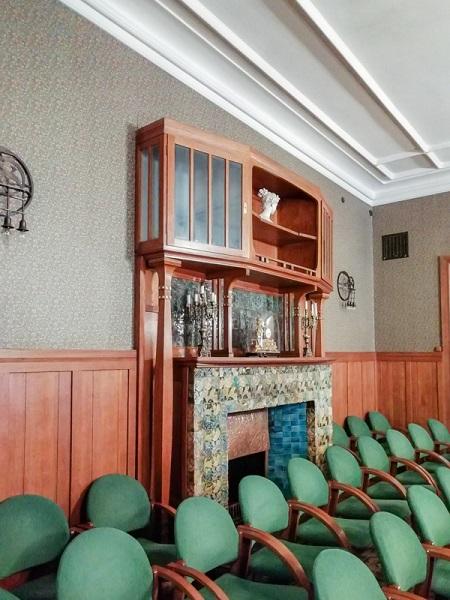 Центральный зал в доме