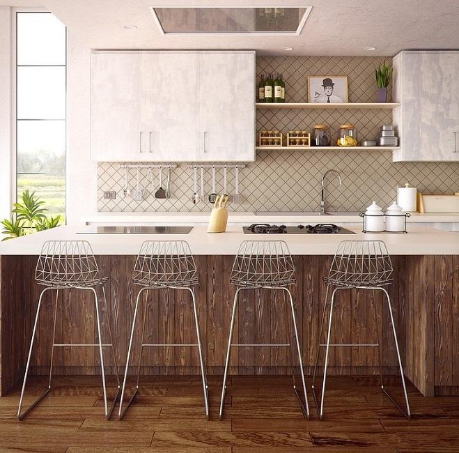 Кухня с отделкой из брашированных досок